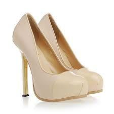 utilizar zapatos color beige o nude  para dar la apariencia de piernas mas largas ,estiliza la figura y es combinable ya que es un tono natural