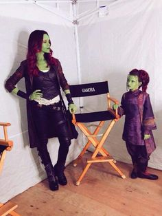 On set with Gamora and Tiny Gamora! So much emotion around Gamora's character during Infinity War! Marvel Jokes, Marvel Dc Comics, Marvel Avengers, Funny Marvel Memes, Marvel Heroes, Gamora Marvel, Avengers Infinity War, Marvel Cinematic Universe, Iron Man