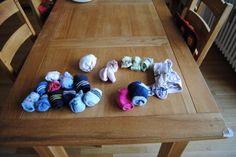 Ich verkaufe diese Socken:11 Paar Stoppersocken3 Paar dünne Socken2 Paar Kuschelsocken1 Paar Hüttenschuhe Gr. 21/22als Zugabe eine  Krabbelstrumpfhose (diy mit Regia Latex)zusammen alles 6 EurVersand 4,50