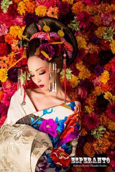 of Flowers ~ Blumen- / Transformationsfotos ・ Cocohime Juni Kampagne ~ - Kimonos - Japanese Geisha, Japanese Beauty, Japanese Kimono, Japanese Girl, Asian Beauty, Japanese Outfits, Japanese Fashion, Asian Fashion, Cosplay