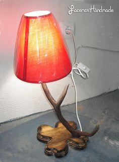 Lampara de cuerno de benado 40 € Table Lamp, Rustic, Lighting, Handmade, Crafts, Base, Facebook, Home Decor, Deer Antlers