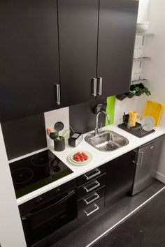 Warehouse magazine office kitchenette david abraham for Toute petite cuisine 2m2