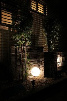 和モダンスタイル (有)ソーケンサービス 静岡県X様邸 Spectacular garden lighting by lighting professionals. Enjoy a dramatic, romantic, even mysterious scene comparing to a day time.