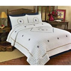 Our new Texas inspired quilt will be the pride of your home! Show off your favorite state with this intricately designed hand crafted pattern with Texas motiff. Perfect for a guest bedroom, statement wall decoration or as a gift for someone special.