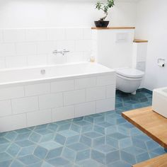 Simple and beautiful; this bathroom of Christina Zemanova and Aske Munck has Diamond concrete tiles on the floor in the color North Sea. #marokktiles #marokkdk #marokk #ihavethisthingwithtiles #ihavethisthingwithfloors #coolconcrete #concretetiles #cementkakel #sementfliser #cementfliser #encaustictiles #mosaichydraulic #zementfliesen #marokkanskefliser #carreauxdeciment #midcenturymodern #midcentury #danishmodern #danishdesign #handmadetiles #diamondtiles