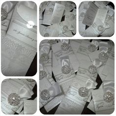 Invitaciines de SOBRECITO , decoradas con encaje , listón satinado y broche de brillos. $40.50  c/u. Disponible en dif. colores.