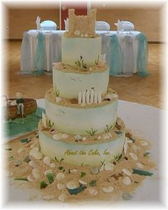 This is a wedding cake with the feel of the beach with paris ornaments, shells and starfish. I like beach wedding cake. Pretty Cakes, Beautiful Cakes, Amazing Cakes, Themed Wedding Cakes, Themed Cakes, Cake Wedding, Wedding Cupcakes, Wedding Table, Wedding Reception