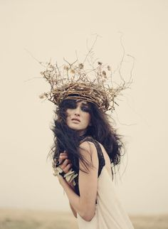 if I were to wear a tiara. Foto Fantasy, Tiaras And Crowns, Photoshoot Inspiration, Headgear, Headdress, Fashion Photography, Editorial Photography, Girly, Poses