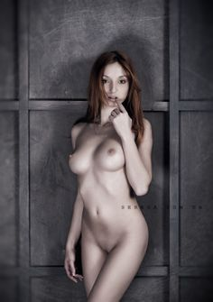Nude girl posing in studio on Behance