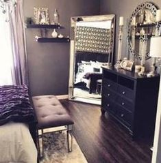ideas for apartment decorating classy dorm room Grey Living Room With Color, Living Room Colors, Bedroom Colors, Gray Bedroom, Trendy Bedroom, Bedroom Romantic, Master Bedrooms, Beautiful Bedrooms, Beautiful Homes