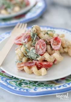 Celebrate summer with this easy and delicious BLT Macaroni Salad. Blt Macaroni Salad, My Favorite Food, Favorite Recipes, Summer Pasta Salad, Fall Dinner, Pasta Salad Recipes, Yummy Food, Meals, Dishes