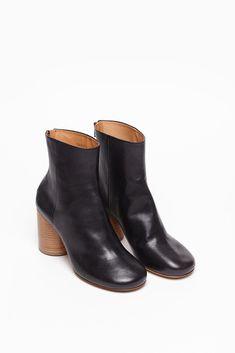 Maison Martin Margiela Tabi Wooden Heel (Black)