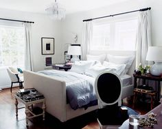 How can modern and traditional styles live together? By adhering to a mostly black and white palette—and insisting on good, clean lines.