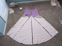 Since I did not do any indepth posts about how I constructed my fitted underdress, focusing instead on the fitting of it, I decided to docum...