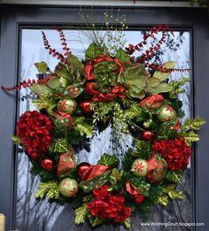 Beautiful Christmas Wreath! (idea: use old ornaments to decorate)