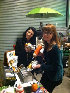 The Frankenstand is serving up lunch at the PETA office today! Amber and Wendy are loading up their veggie dogs. Yum!
