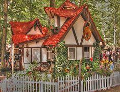 La petite maison garden cottage its a playhouse but for Piani di casa cottage storybook