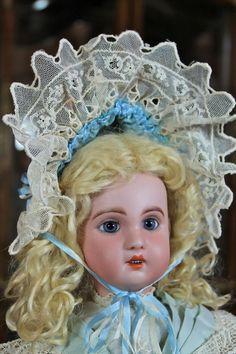 Darling Wire Bonnet for Smaller Bebe