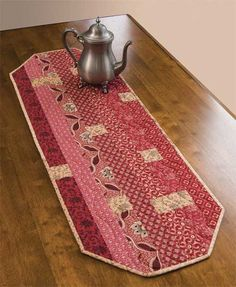 IRENE TABLE RUNNER. No pattern, but simple design. Would be easy to make.
