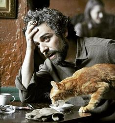 """Oscar Isaac in """"Inside Llewyn Davis"""" directed by Ethan Coen, Joel Coen Oscar Isaac, Joel And Ethan Coen, Coen Brothers, Cat Character, Cat People, Slice Of Life, Film Stills, Cinematography, The Magicians"""