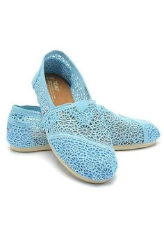 I love the lace! I've seen these (and want them) in some other colors, too!