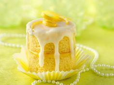 Lemon Champagne Celebration Cupcakes #cupcakes #sweets