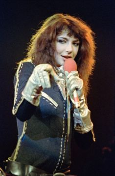 Kate Bush appearing at the Hammersmith Apollo concert hall in London in 1979 Meshell Ndegeocello, Hammersmith Apollo, Hounds Of Love, Sigur Ros, Normal Girl, Charli Xcx, Folk Music, 70s Music, Record Producer