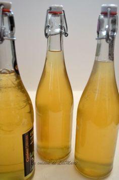 Voici un petit vin d'apéritif, frais...recette notée dans mes anciens cahiers et retrouvée avec plaisir .. Ingrédients pour 5 litres le zeste de 7 citrons non traités 1 gousse de vanille 1/2litre d'alcool à 90° 500g de sucre (la recette donnait le double)... Vegan Alcohol, Old Fashioned Drink, Homemade Liquor, Healthy Cocktails, Puzzles, Refreshing Drinks, Cocktail Drinks, Mojito, Milkshake