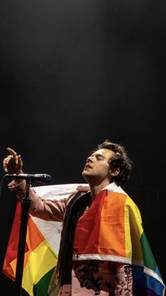 Harry on stage in Toronto, Canada June 16, 2018