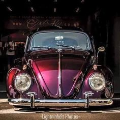 Love the color of this VW bug! Volkswagen Routan, Vw Camping, Kdf Wagen, Bmw Autos, Auto Retro, Vw Vintage, Love Car, Vw Beetles, Custom Cars