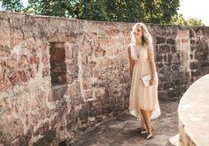 Ein beiges Kleid kombinieren ist nicht immer einfach! Ich zeige dir welche Teile du wie zu deinem beigem Kleid kombinierst. Welche Schuhe zu beigem Kleid? – #beigem #beiges #Deinem #dir #du #ein #Einfach #Ich #Immer #ist #kleid #kombinieren #kombinierst #Nicht #Schuhe #Teile #Welche #wie #Zeige #zu