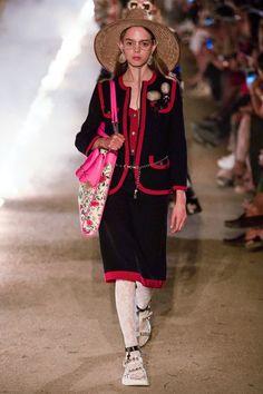 Gucci Resort 2019 Arles Collection - Vogue Весенние Коллекции Gucci,  Высокая Мода, Женская Мода 48fedc34c47