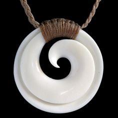 Lié Maori Koru collier de Nouvelle-Zélande par BoneArtPlace sur Etsy