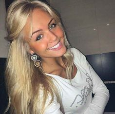 dating oekrainse vrouwen Ukrainian girls cannot simply be described as beautiful they are stunning, smart and super sexy this would explain why many men are always signing up on ukrainian dating sites or traveling to ukraine just to meet them.