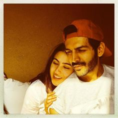 Sara Ali Khan and Kartik Aaryan are one of the hottest pairs of Bollywood right now. The youngsters will be sharing screen space in Imtiaz Ali's A. Bollywood Funny, Bollywood Couples, Bollywood Stars, Bollywood News, Bollywood Celebrities, Bollywood Actress, Celebrity Fashion Looks, Celebrity Photos, Ranveer Singh