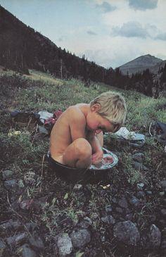 cosmic-rebirth:  paradisetropico:  National Geographic, August 1981  Basin-bathing baby