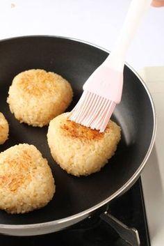 中まで味が染みている!理想の焼きおにぎりの作り方 | レシピサイト「Nadia | ナディア」プロの料理を無料で検索