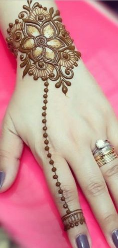 Simple Mehndi Designs 2018 for Hands Latest Finger Mehndi Designs, Henna Art Designs, Mehndi Designs For Girls, Mehndi Designs For Beginners, Modern Mehndi Designs, Dulhan Mehndi Designs, Mehndi Designs For Fingers, Mehndi Design Images, Beautiful Henna Designs