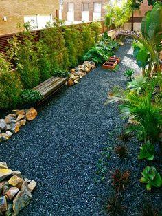 bambus sichtschutz rand steine kies boden palmen