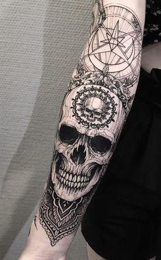 Tattoos on back Tattoos Masculinas, Neue Tattoos, Bild Tattoos, Skull Tattoos, Black Tattoos, Body Art Tattoos, Tattoos For Guys, Sleeve Tattoos, Cool Tattoos