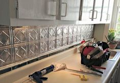 Pretty Kitchen Remodel Backsplash Tile Ideas 33 - Real Time - Diet, Exercise, Fitness, Finance You for Healthy articles ideas Kitchen Cabinets Pictures, Small Kitchen Cabinets, Kitchen Layout, Kitchen Design, Kitchen Ideas, Cheap Kitchen, Open Kitchen, Fixer Upper, Kitchen Modular