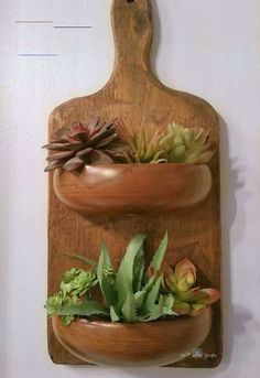 Easy DIY Rustic Farmhouse Home Decor Idea - #plants - Looking for a cheap farmhouse rustic home decor idea for your kitchen or living room? check out this repurposed home decor idea on a budget. #diy #farmhouse #decor... Rustic Crafts, Rustic Farmhouse Decor, Farmhouse Homes, Wood Crafts, Diy Crafts, Farmhouse Garden, Farmhouse Style, Welding Table, Diy Simple