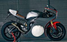 Yamaha YZF-R6 By @va_vintageaddiction // caferacernation.co // #caferacer