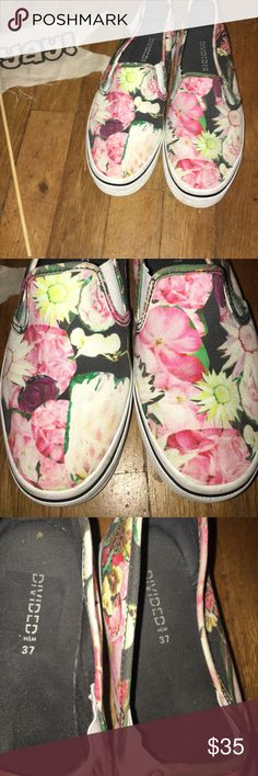 LIKE NEW DIVIDED HM Platform Floral Canvas Shoes 6 LIKE NEW DIVIDED HM Platform Floral Canvas Slip-Ons 6. These are sooo pretty & cool! I wish they fit me!! Pretty Clean inside & Out! size 6 H&M Shoes Platforms