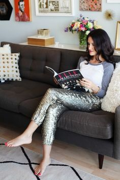Sequin Pants - soldout - buy it now here! Going fast. Sequin pants hugely IN STYLE! Looks Party, Sequin Pants, Vogue, Mode Outfits, Swagg, Dress Me Up, Passion For Fashion, Fashion Forward, Baseball