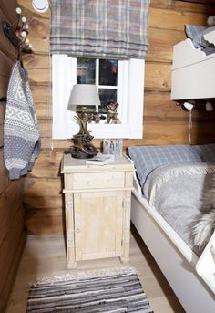 Ideas for Decorating a Family Room with Rustic Cabin Style Cabin Bedroom, Home And Living, Log Cabin Living, Inside Decor, Trending Decor, Cottage Decor, Home Decor, Room Interior, Cabin Interiors