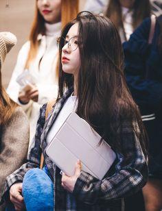 Ideas Baby Ulzzang Name South Korean Girls, Korean Girl Groups, Olivia Hye, Airport Style, Hottest Models, Ulzzang Girl, Girl Crushes, Kpop Girls, Fasion