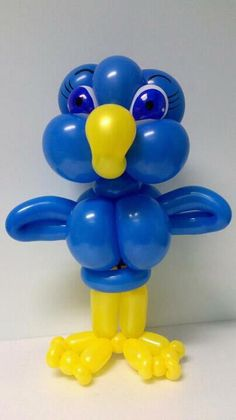 Balloon bird made by Balloontwistee Balloon Arrangements, Balloon Centerpieces, Balloon Decorations Party, Centerpiece Decorations, Ballon Animals, Balloons Galore, Balloon Hat, Bird Birthday Parties, Balloon Modelling
