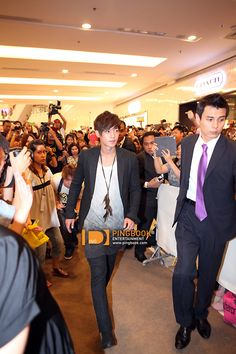 Kim Hyun Joong draws thousands of fans in Bangkok, Thailand