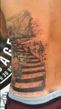 Salon de tatouage situé à côté de Coustellet (84). Namek Tattoo, za le tourail, 20 rue de syrah 84580 Oppède, France Tel : 09 86 30 99 24